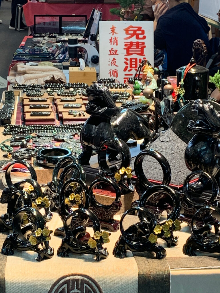 Schwarzer Jade auf dem Jademarkt in Taipei
